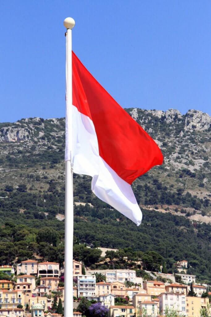 Drapeau-Monégasque-Monaco-une-destination-exception-Héli-Events-Voyages